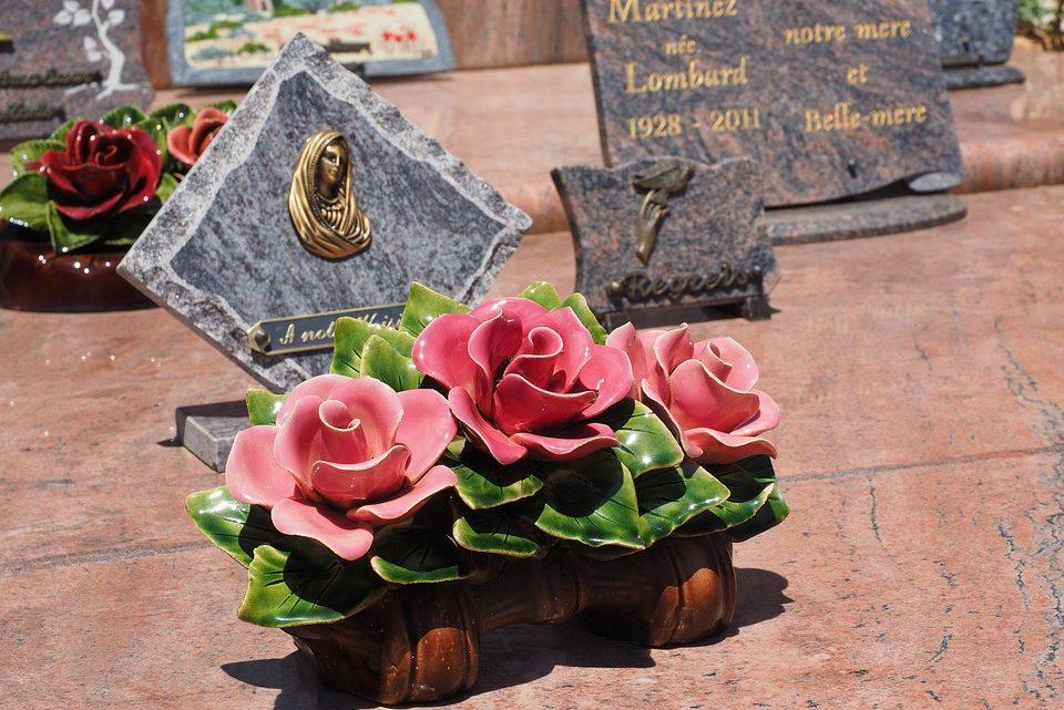 Plaque funéraire : Optez pour une plaque personnalisée de qualité